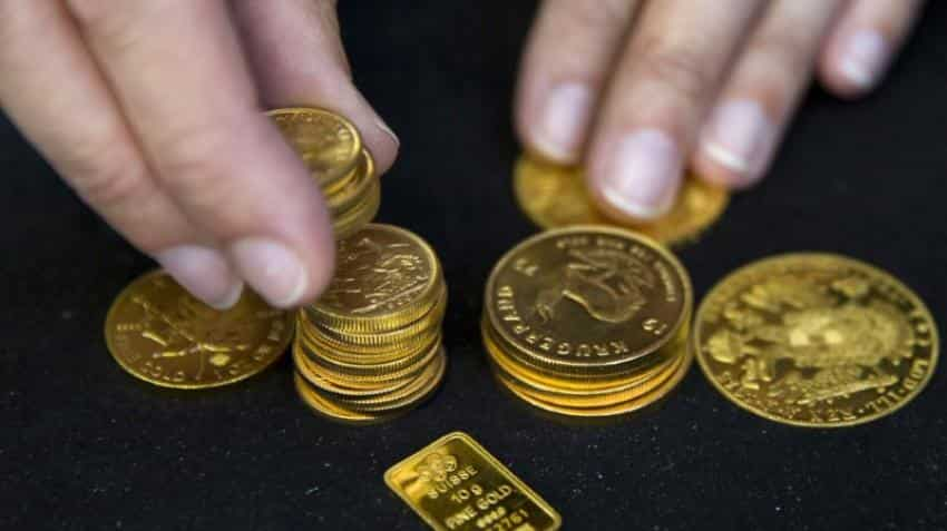 Gold firm near one-month highs as geopolitical concerns support