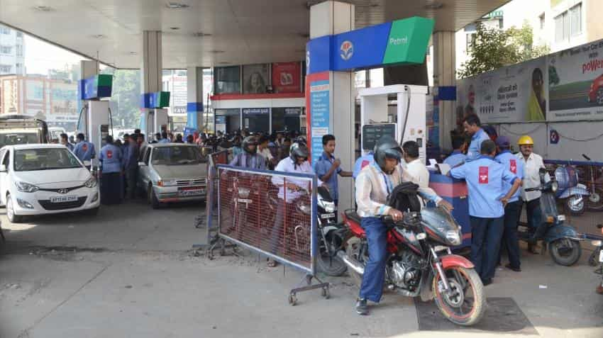 Oil firms set up system for smooth daily fuel price change