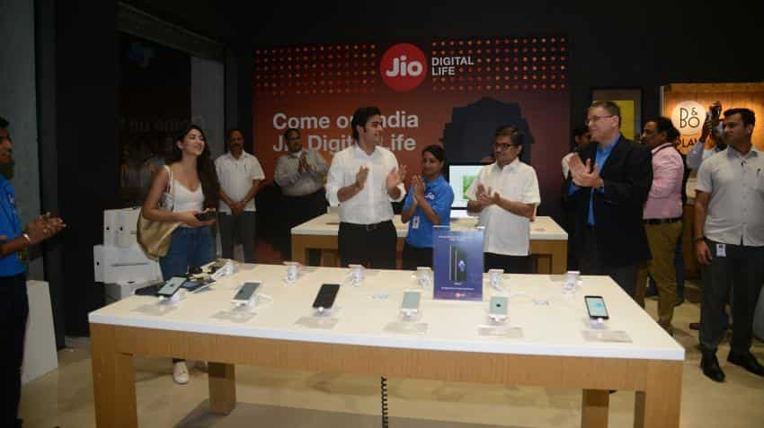 Reliance Jio announces unlimited services for Rs 399 for 3 months