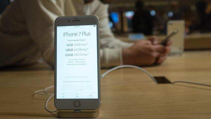 Apple beats profit estimates, boosting shares