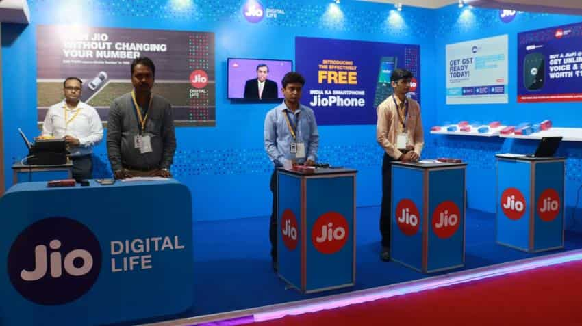 Reliance Jio will restrict unlimited calls to 300 minutes for heavy talkers