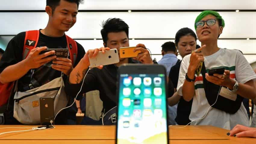 Apple 'looking into' iPhone 8 batteries swelling