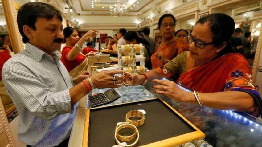 Gold edges down on caution ahead of key cenbank meetings