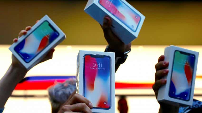 Long lines for iPhone X help drive Apple shares to record high
