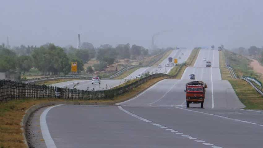 Gadkari to meet NHAI officials,developers for expediting projects