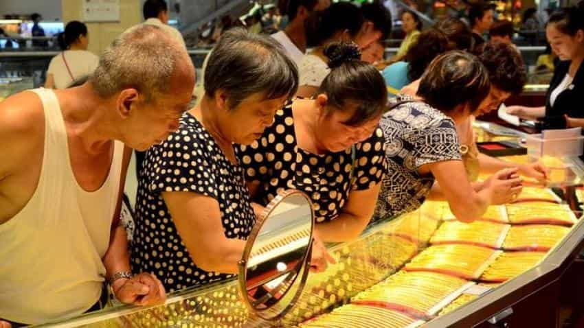 Gold jumps more than 1% on geopolitical risks