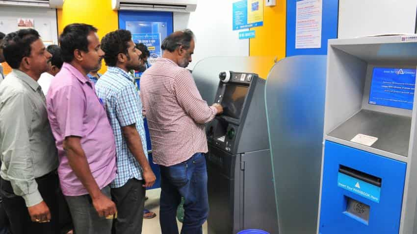 Before 'anti-black money' day another ATM dispenses fake Rs 2000 note