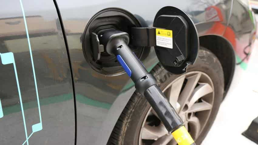Govt to allow e-payments for charging electric vehicles