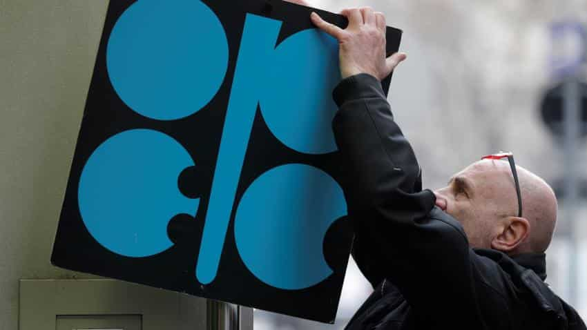 Oil drops for third day, awaiting OPEC decision