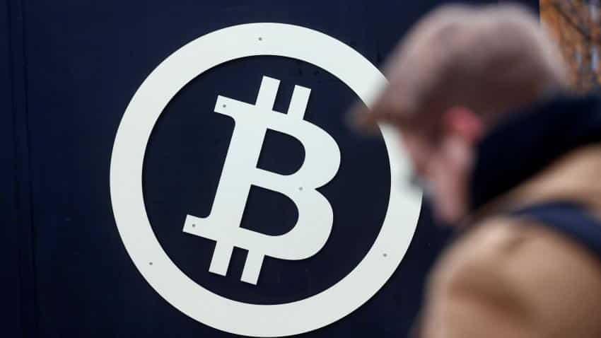 Intesa CEO warns of Bitcoin ''bubble'', urges global regulation: TV