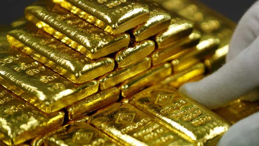 Gold prices hit 2-week high on year-end outlook, strong support