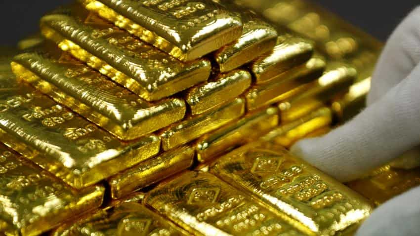 Gold hits 1-month high as dollar weakens further