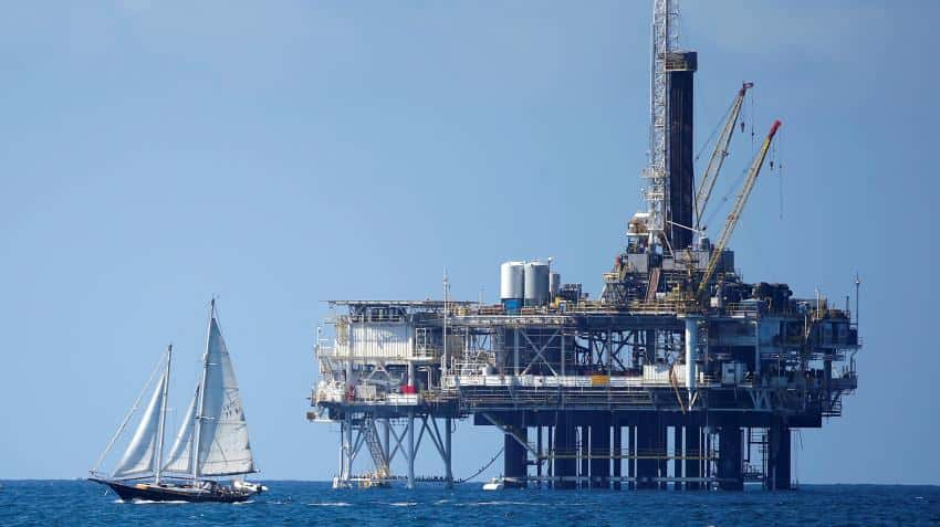 Oil prices fall over 1% on recovery in US output