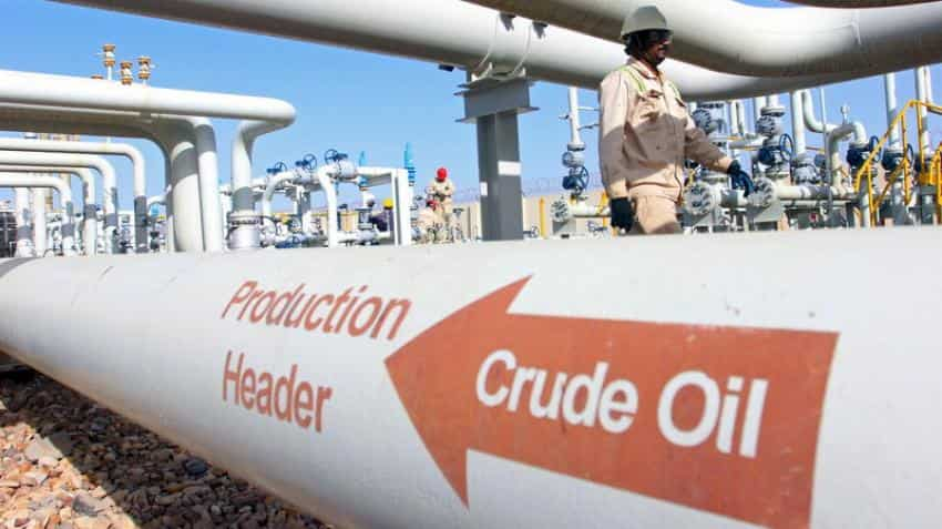 Oil nears one-month low, volatile equities keep investors jittery