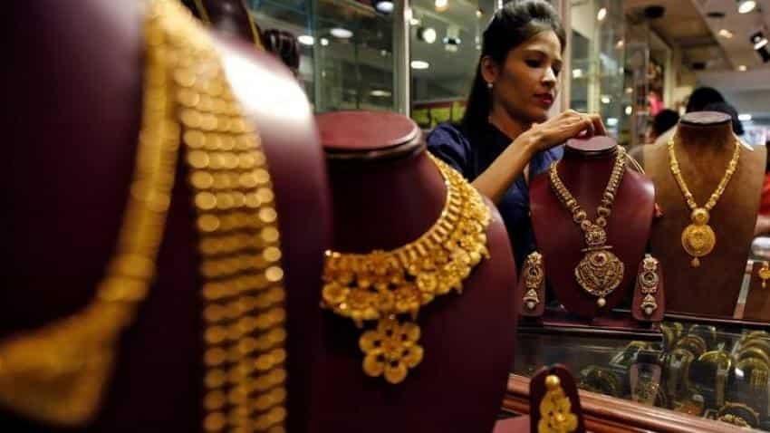 Gold futures trade below Rs 30,000 on weak global cues