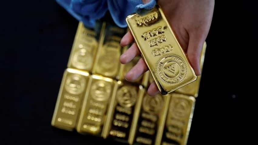 Gold regains glitter on global cues