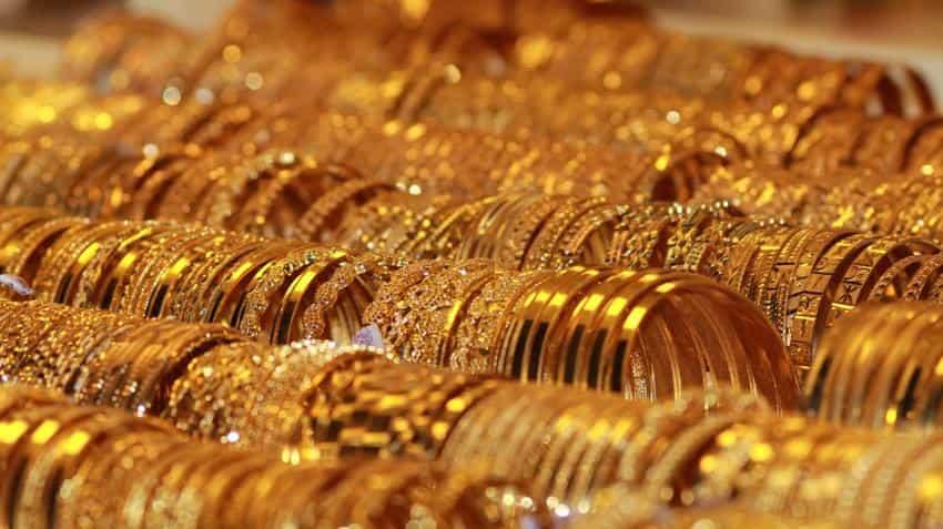 Gold Price In India Today 24 Karat Yellow Metal Trades Below Rs 32 000 Mark