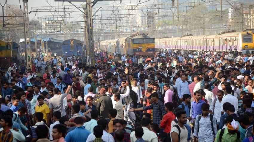 Mumbai rail roko: 11 cops injured in stone-pelting by agitating students; 2 held