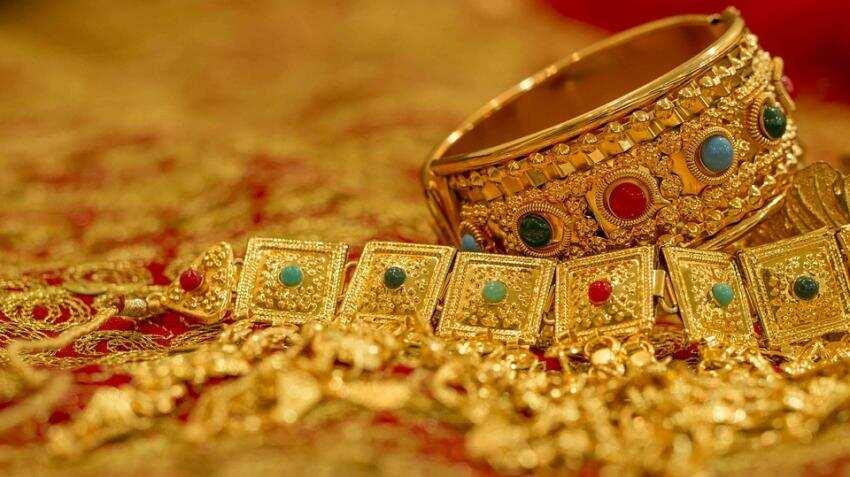 Gold price in India today; 24 karat & 22 karat tumble despite global gold gain