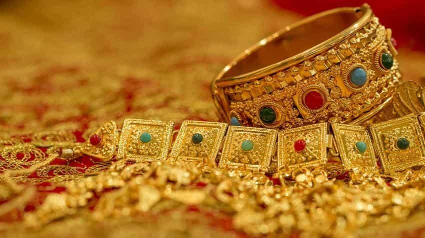 Gold price in India today: 24 karat reverses gains, 22 karat tumbles
