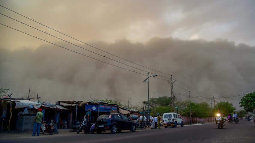 Delhi hit by Dust storm with  wind speed of 70 kmph