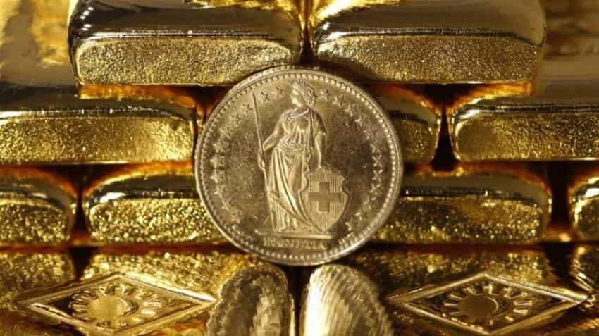 Gold steady as strong dollar counters concerns over US-China trade spat