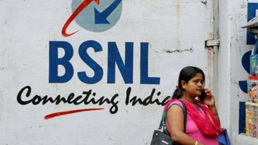 BSNL gives Swadeshi Samridhi SIM cards to Patanjali staff; freebies on offer