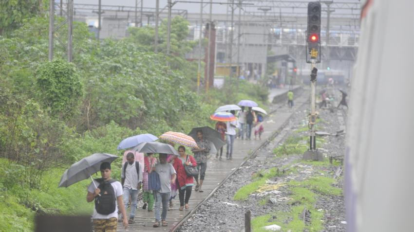 Mumbai airport flight status: Mumbai rains disrupt flyers