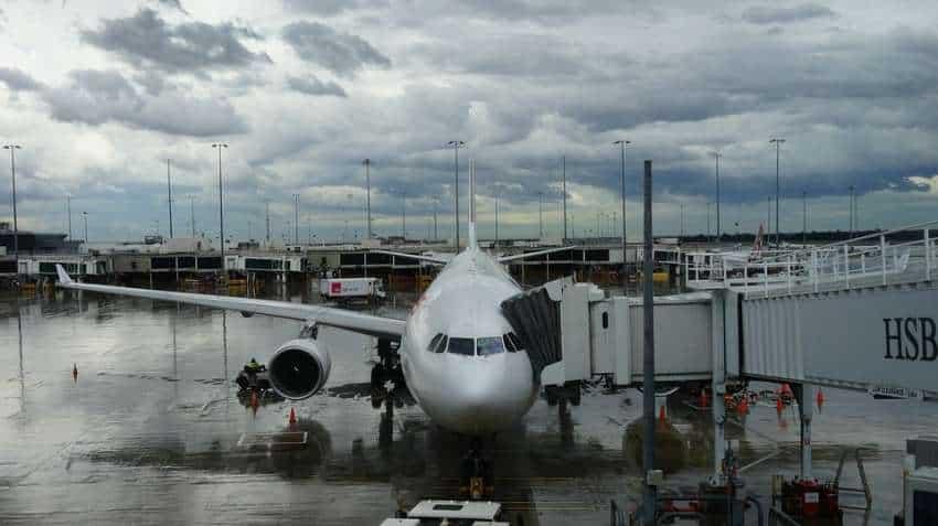 Mumbai airport flight status: Heavy Rains hit air traffic! Jet Airways' flights delayed by 30 minutes, Vistara warns' passengers
