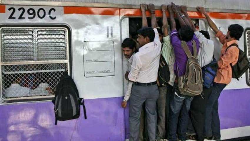 Indian Railways passengers: Be alert! Cost of this small negligence could be your smartphone - Watch video