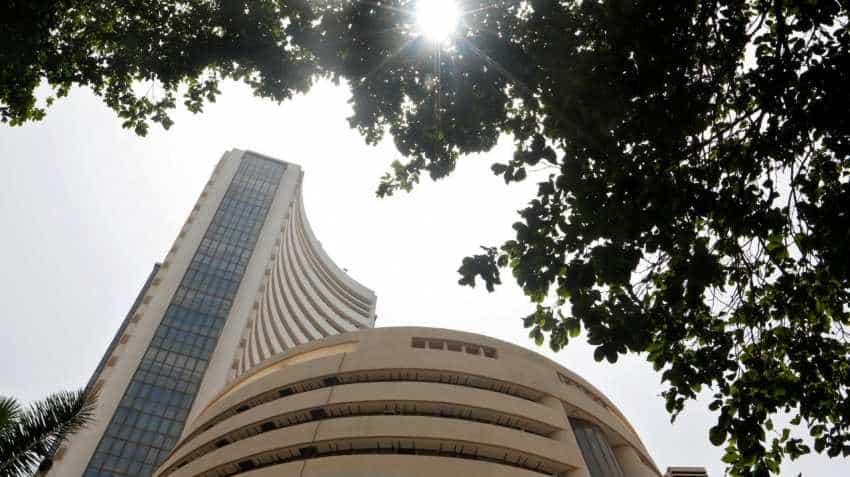 Sensex nosedives 344 points; Markets resume downward spiral on global meltdown, F&O expiry