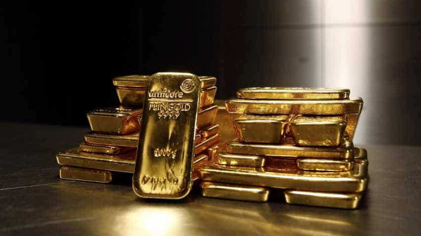 Gold dips to one-week low; investors await Fed rate call