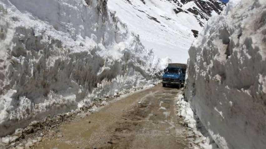 One-way traffic restored on Leh-Srinagar highway
