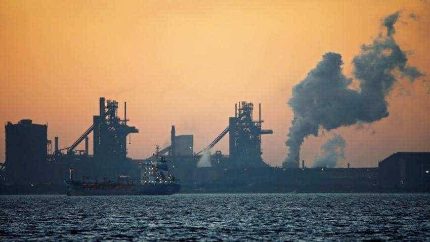 Oil price plunges 6 percent as economic slowdown fears grip market