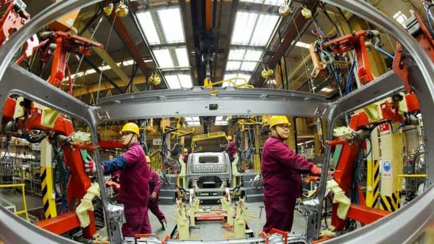 China PMI: Factory activity falls for first time in 2-1/2 years