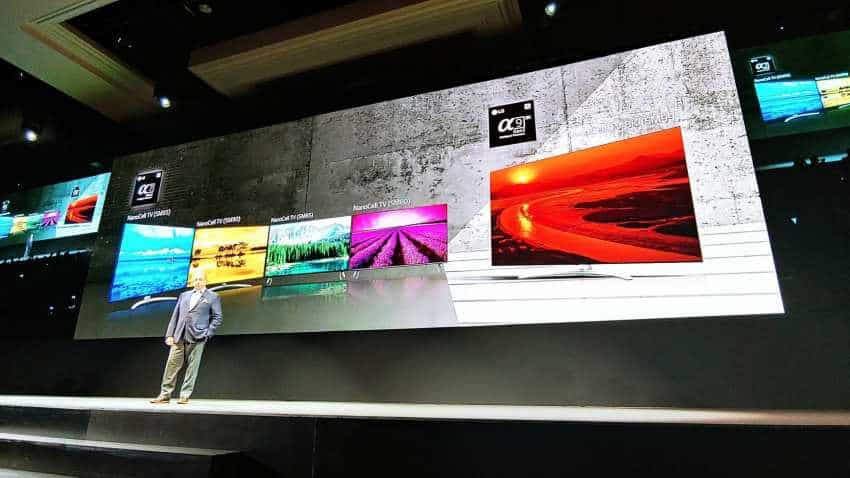 LG announces world''s first roll-out OLED TV