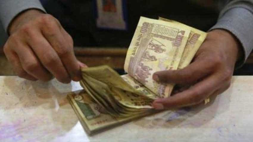Fed Announcement Pulls Ru By 7 Paise Against Us Dollar