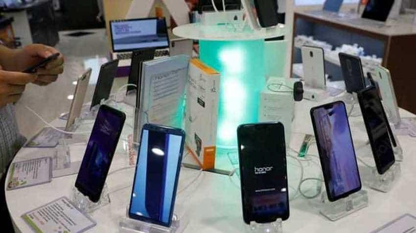 Xiaomi vs Samsung vs Apple vs Vivo vs Realme vs Oppo smartphone shipments in India 430 mn users