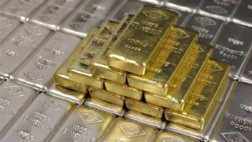 Gold slips below Rs 34,000 on weak global cues.