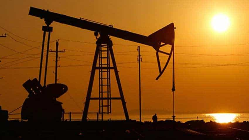 Oil drops by over 1 percent as economic outlook weakens, US supply surges