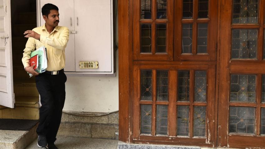I-T raids premises of MP CM's OSD, others; seizes cash