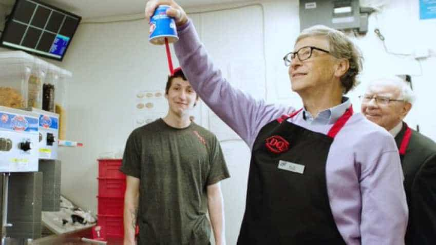WATCH Video: Warren Buffett, Bill Gates work at US restaurant, win hearts