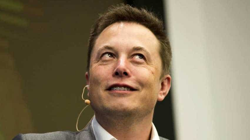 Elon Musk unveils brain-on-a-chip, seeks human trials in 2020