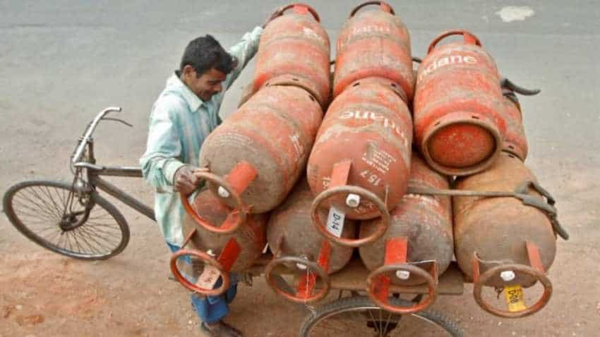 LPG cylinder prices cut in Delhi to 574.50 from Rs 637! New LPG cooking gas rates to apply from today, August 1