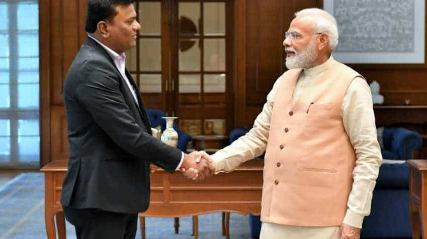 PM Narendra Modi meets Captain Amol Yadav who made six-seater aircraft on  terrace of his house | Zee Business