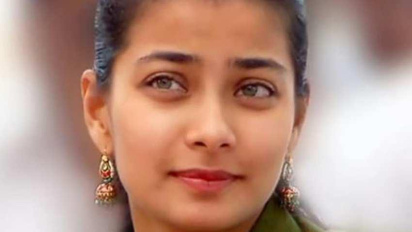 LIVE: Praniti Shinde Election Result News - Congress trailing on Solapur Central seat