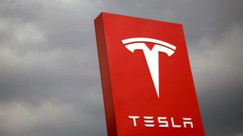 New update lets Tesla cars detect traffic cones