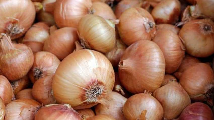 Government cuts onion stockholding by 50% to check hoarding