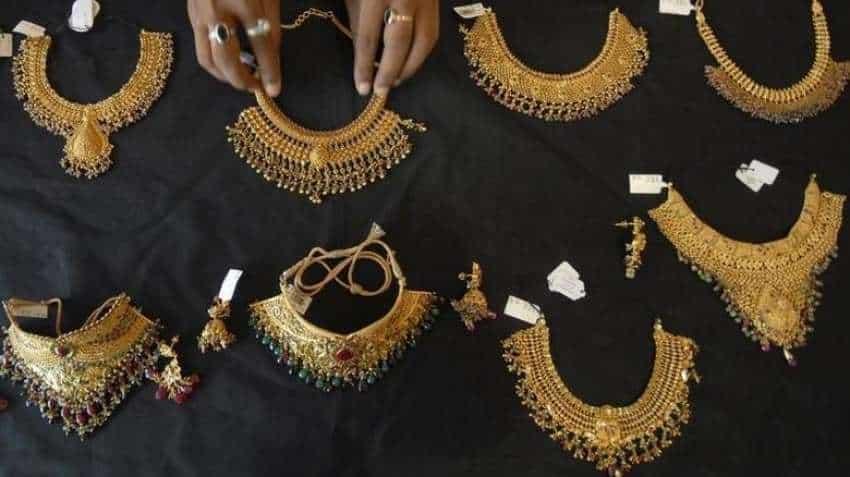 Gold price jumps Rs 400 on wedding season demand