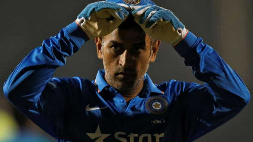 MS Dhoni's hairstylist turns bodyguard ahead of ad shoot